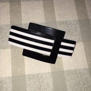 Vintage Accessories - ❇️$5❇️ VTG retro black&white stripe clip barrette